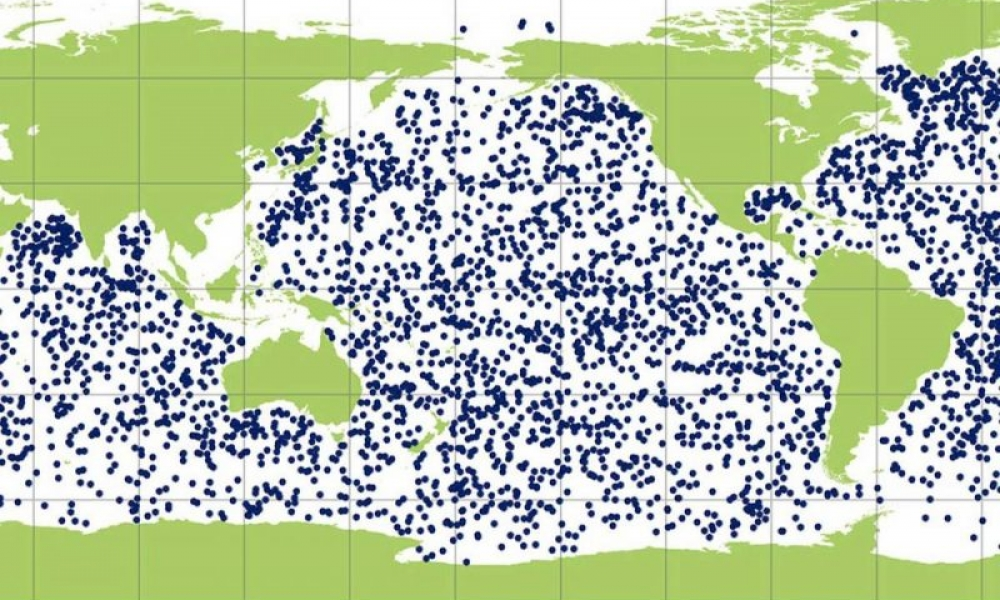 Map of world oceans showing dots where Argo floats were reporting when image was made.